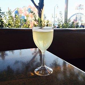 お気に入りのSNAP DRAGON。フルーティな白ワインです。