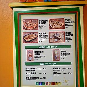 【ポテトヘッド左側】 Mr.ポテトヘッド リトル・グリーン・メン型のピザやマカロニグラタンがありました。