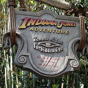 indiana Jones Adventureの看板