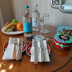 ホテルチェックイン時のテーブル