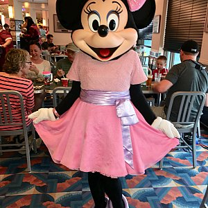 ミニーちゃんのドレス キュート♡♡