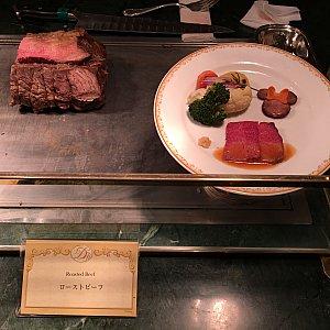 ローストビーフ(お皿のミニーちゃんアイコンは見本だけの特別仕様だそうです、残念!)