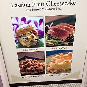 大抵各ブースの側には、メニューの他に写真が載っているので、メニュー選びの参考にできます。以前にポークスライダーを食べましたが、結構美味しいです。オススメのブースの一つです。