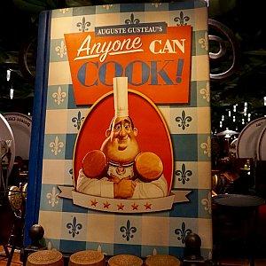 映画に出て来た「anyone can cook!」の本も。