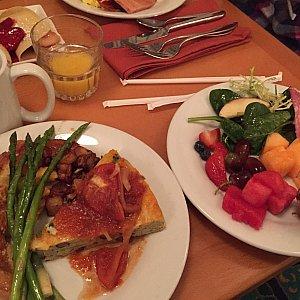 お料理も充実!特にトマトソースをかけたオムレツがめっちゃ美味しかったです!