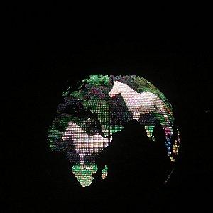 地球儀にはいろいろな映像が流れます