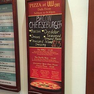 店内にあるピザの看板
