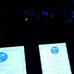暗闇でも見える光ったメニュー。す、すごい。これがブルーバイユか!!!