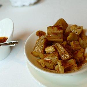 先付ででてきたのは蓮根と筍。ピリ辛でとっても美味しいです!