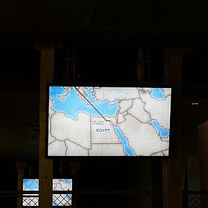 この地図の映像で、どこの国を回るか見せてくれます。
