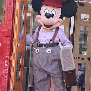 アナハイムのパークもランド側の『Mickey and the magical map』を除いてnewフェイスになりました。