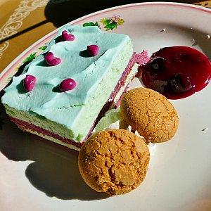 デザートはサリーモチーフのマスカルポーネクリームケーキをチョイスしました!