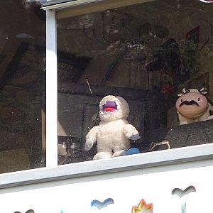 操作室には雪男のぬいぐるみが!