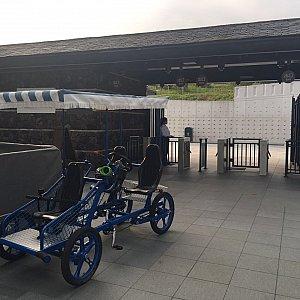 地下鉄ディズニー駅近くの東門へ到着!ここで行き止まりとなります。