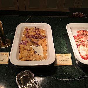 ポテトとレッドオニオンのロースト ローズマリー風味、ローストポークのグラタン ベリーソース