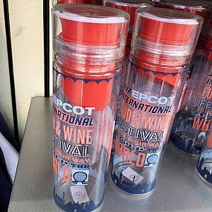 こちらも少し違うタイプのウォーターボトル。$19.99
