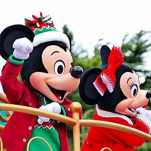 今回のパレードではミッキー&ミニーのイチャイチャっぷりが尋常じゃないです。油断してるとマジ心臓ヤられます。