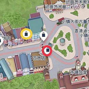赤い丸が百貨店、黄色の丸が小鎮影院です。両方ともメインストリートUSAにあります。