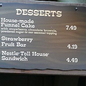 デザートも取り扱ってます。