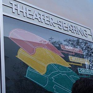 劇場のフロア図。1階席がグリーン、2階席がイエローです。