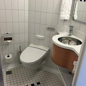 トイレは広々〜♪