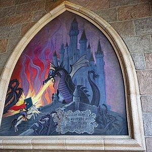 ドラゴンとの決闘シーンの壁画