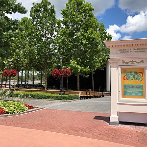 鑑賞エリアはAmerica Garden Theatetで行われます。