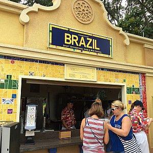 今回初めに訪れたのは、ブラジル。モロッコ館とフランス館の間にあります。ブラジル館がエプコットに出来るという噂もありますが、実現すると嬉しいです。