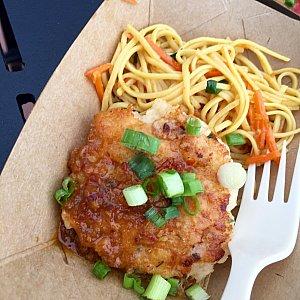 Seared Shrimp and Scallop Cake。海老もホタテもあまり感じることができず…付け合わせの麺もイマイチ。星⭐︎⭐️。
