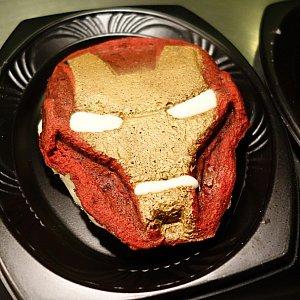 アイアンマンのワッフル・ケーキ