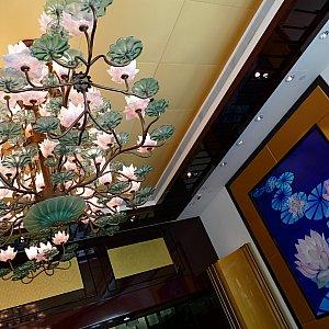 蓮の花のシャンデリア